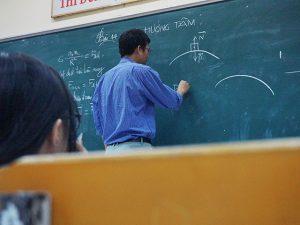 塾講師の副業は大変?ベテラン講師学生仕事の実態教えます